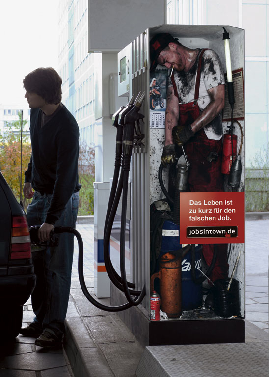 (Cigarette in a petrol station? Don't try this at home!)